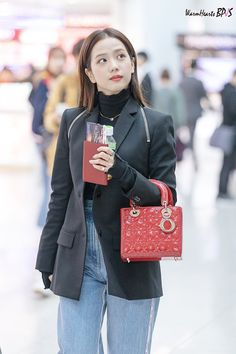 BLACKPINK at ICN Airport The Effective Pictures We Offer You About Airport Outfit bts A quality picture can tell you many things. You can find the most beautiful pictures that can be presente Blackpink Outfits, Kpop Fashion Outfits, Korean Outfits, Casual Outfits, Work Outfits, Fashion Idol, Blackpink Fashion, Korean Fashion, Petite Fashion