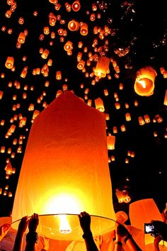 Celebrate The End Of the Year With Floating Fire Lanterns in Thailand, Laos or Burma