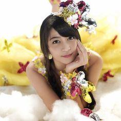 Jessica Veranda twitter avatar First Girl, Asian Beauty, Cute Girls, Flower Girl Dresses, Wedding Dresses, Celebrities, Avatar, Bb, Image