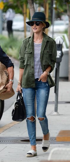 rosie-huntington-whiteley-and-jason-statham-out-shopping-in-west-hollywood-06-27-2015_4.jpg 1,200×2,754 pixels
