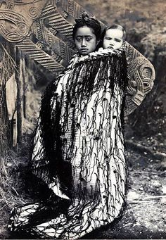 Volume Picture: Maori mother and baby on her back. circa Popperfoto via Getty Images,The Book, Volume Picture: Maori mother and baby on her back, Antipodes, circa 1890 (Photo by Popperfoto via Getty Images/Getty Images) Art Maori, Maori Face Tattoo, Old Photos, Vintage Photos, Nz History, Maori Patterns, Polynesian People, Maori People, Maori Designs