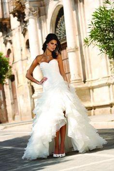 Les robes de mariée courtes sont à la mode : modernes et pratiques, elles séduisent de nombreuses mariées. Découvrez les robes courtes les plus appréciées en 2014.