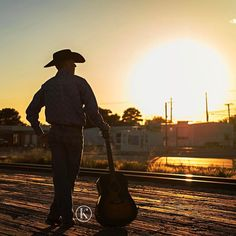 This was one of the last images from Daniel's Senior Session. The cowboy and hat made the silhouette so cool. . . . #cowboy #cowboyhat #silhouette #guitar #classof2017 #seniorguy #posepatch #seniorstyleguide