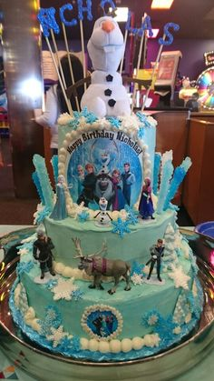 Frozen cake my mom made featuring Olaf!