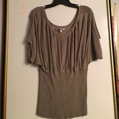 Short sleeve sweater Grey-beige (graysh) sweater with short sleeves and ribbed stretchy waist. Jennifer Lopez Sweaters Crew & Scoop Necks