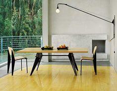 EM Table = table Solvay maar met stalen poten i.p.v. houten onderstel.