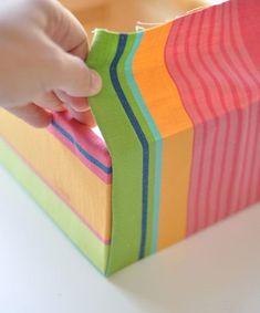 Tutorial for making fabric covered boxes; good idea for adding splashes of color to a room. ~ Will do this if I end up getting the rolling footstool table. Would be a great place to keep reference books close. Fabric Covered Boxes, Fabric Boxes, Fabric Basket, Diy Storage Boxes, Fabric Storage, Altered Boxes, Craft Box, Diy Box, Craft Organization