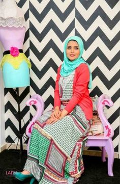 colorful bohemian hijab dress- Eid colorful hijab outfits http://www.justtrendygirls.com/eid-colorful-hijab-outfits/