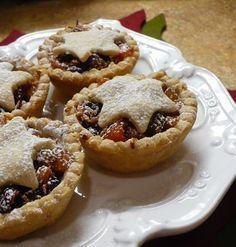 Ez a sütemény is a Kifőztük magazin 10. számában jelent meg. Igazi karácsonyi sütemény, linzertészta-kosárka tele friss és aszalt gyümölcs...