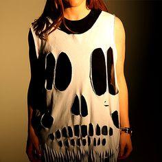 DIY: Cool Skull Tee: Need an easy Halloween costume?