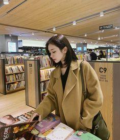 Mode Ulzzang, Ulzzang Korean Girl, Pretty Korean Girls, Pretty Asian, Korean Girl Fashion, Ulzzang Fashion, Son Hwamin, Hwa Min, Ulzzang Short Hair