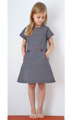 Love this dress - kangaroo pocket,  piping,  and shape   Louisa Dress by Compagnie M :: herzekleid