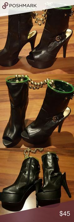 ** Price Slash $5.00 **    Black Boots Booties With Buckles (free gift w/purchase) JustFab Shoes Ankle Boots & Booties