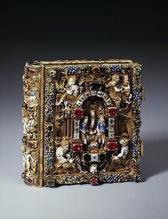 Prayer-Book with Scenes of the Nativity of Christ and the Ressurection Gold, cut diamonds, rubies, emeralds, paper and gouache; chased, enamelled and painted. 6.1x6.1x2.2 cm Denmark. Copenhagen. Last quarter of the 16th century