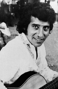 The ghosts of the brutal dictatorship of Chile's Augusto Pinochet are coming to a Florida courtroom with a civil trial involving a military officer and a popular singer who was beaten and shot to death more than four decades ago. Puerto Rico, Victor Jara, Military Officer, Photo S, Che Guevara, Death, Singer, Photo And Video, History