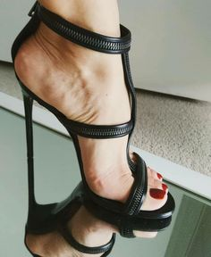 Sexy Legs And Heels, Hot Heels, Pumps Heels, Stiletto Heels, Strappy High Heels, Black Stilettos, Feet Soles, Women's Feet, Zanotti Heels
