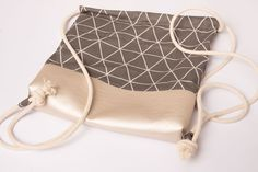 """Gym bag sewing instructions from """"my-creative-page - # sewing . - Gym bag sewing instructions from """"my-creative-site – # Sewing instructions b - Bag Sewing, All Natural Makeup, Diy Bags Purses, Models Makeup, No Foundation Makeup, School Bags, Fabric Crafts, Louis Vuitton Damier, Drawstring Backpack"""