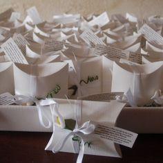 Gastgeschenk Hochzeit Tischkarte Kissen pillow box Schachtel calla