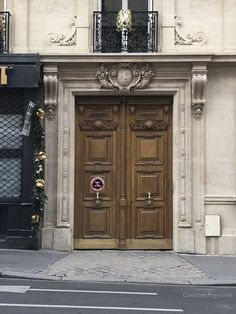 Doors of Paris Entry Doors, Entrance, Portal, Classic Doors, Home Remodeling Diy, Arched Windows, French Interior, Doorway, Beautiful World
