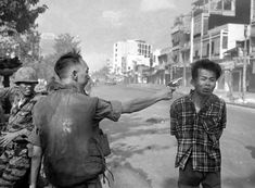 We bring you a selection of 10 famous black and white photojournalists/photographers that ever lived.