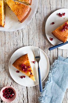 Satsuma and Pomegranate Cake Recipe by @helenedujardin