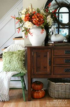 I love the combo of florals in the urn!