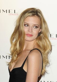 Bright Spring Georgia May Jagger Celebrity Hairstyles, Messy Hairstyles, Georgia May Jagger, Georgia Mae, Stylish Haircuts, Victoria's Secret, Cut And Color, Hair Goals, New Hair