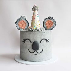 Cake decorating isn't quite as hard as it looks. Listed below are a couple of straightforward suggestions and tips to get your cake decorating job a win Pretty Cakes, Cute Cakes, Beautiful Cakes, Amazing Cakes, Cake Cookies, Cupcake Cakes, Dog Cakes, Girl Cakes, Gateau Baby Shower