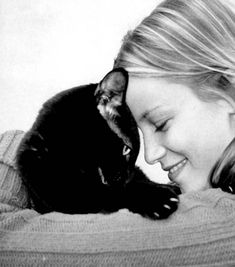 Amy Smart doing the head bop with her cat.