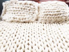 Put a sweater on your bed! Giant Knit Merino wool Queen Size Bedding set with two pillow shams. Chunky Blanket, Blanket Yarn, Chunky Yarn, Knitted Blankets, Merino Wool Blanket, Knit Pillow, Wool Pillows, Pillow Shams, Bed Pillows
