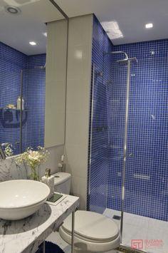 Sanitário pequeno social azul e branco