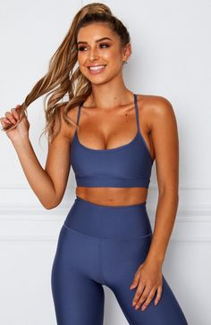 Meal Plan To Lose Weight For Women Discover Nora Sports Bra Petrol Cute Gym Outfits, Sport Outfits, Girl Outfits, Sports Bra Outfit, Khloe Kardashian Hair, Estilo Fitness, Model Training, Meal Plans To Lose Weight, Fit Girl