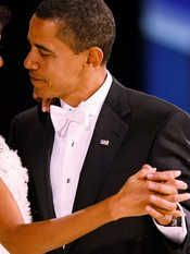 """Obama festeggia Michelle a cena con un vino di Bolgheri. Scelto un ristorante italiano. In tavola il """"Costa di Giulia""""."""