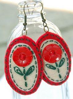 Fabric Earrings, Fabric Jewelry, Diy Earrings, Felt Gifts, Bijoux Diy, Diy Doll, Felt Flowers, Fabric Crafts, Jewelry Crafts