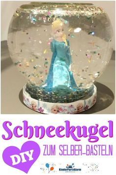 Make a snow globe yourself - very easy! With this handicraft campaign, your party guests have the opportunity to create their own little snow-covered lan Informations About Eine Schneekugel selber bas Diy Crafts For Teen Girls, Crafts For Teens To Make, Summer Crafts For Kids, Diy For Teens, Diy For Kids, Kids Crafts, Decor Crafts, Snow Globe Crafts, Diy Snow Globe