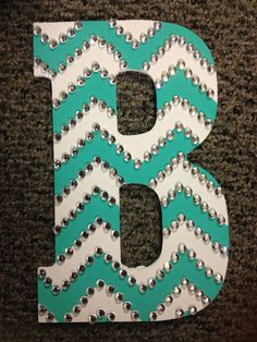 rhinestoned chevron letter HAVE TO DO! My two favorite things, chevron and rhinestones! Cute Crafts, Crafts To Do, Arts And Crafts, Diy Crafts, Room Crafts, Do It Yourself Inspiration, Diy Inspiration, Chevron Letter, Chevron Monogram