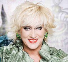 Karin Bloemen is een zangeres en cabaretière die met haar opvallende verschijning, haar prachtige liedjes en bruisende optredens en theatershows al sinds ...