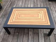Schöner Lounge-Tisch für die Terrasse oder den Garten.Materialmix aus Teakholz und schwarzem Kunststoff-Geflecht.Absolut neu und unbenutzt.Nur für die Fotos ausgepackt.Der Tisch stammt aus einem Set, von dem wir aber nur die Sessel benutzen.Das Material ist unglaublich widerstandsfähig und wetterfest.Maße: ca. 120 x 80 x 40Besichtigung ist jederzeit möglich.Nur Abholung, kein Versand.