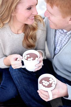 hot chocolate and marshmallows in mugs | cozy winter date for engagement shoot