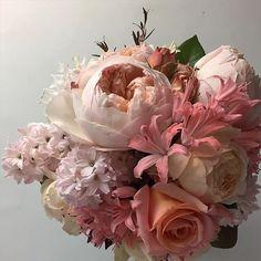 We're loving the big floral details in bouquets. Spring Wedding Flowers, Flower Bouquet Wedding, Strictly Weddings, Pastel Flowers, Wedding Weekend, Wedding Designs, Wedding Ideas, Flower Power, Floral Wreath