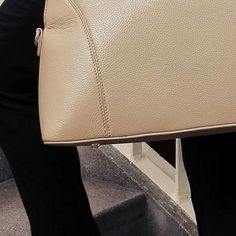 Classy outfit with nude accessories 👜👠 #THEHUMANEBAG in action!  #fashion #instafashion #classy #love #beauty #follow #luxury #baglover #nude #elegant #businessformal #elegance #businesswomen #workingwoman #handtasche #handbag #bag #smile #ootd #outfit #style #instagood #instastyle #fashionblogger #beautiful #charity #csr #startup #heels @stevemadden