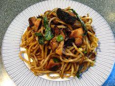 Basil Noodles in Sauce (紫蘇乾撈麵, Zi2 Sou1 Gon1 Lou1 Min6)