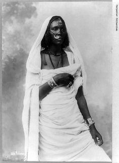 Nubian woman, Anglo-Egyptian Sudan [1129 x 1536]