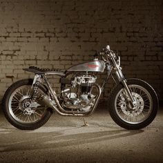 Triumph Trackmaster Street Tracker by Atom Bomb #motorcycles #streettracker #motos | caferacerpasion.com
