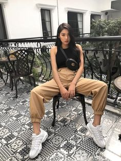 💙 Look at that outfit! 💙 How many stars would you rate it? Rate fashion and get feedback on your style from all over the world 🌎 The Korean Street Fashion, Korea Fashion, Mode Streetwear, Streetwear Fashion, Cute Casual Outfits, Summer Outfits, Look Fashion, Fashion Outfits, Urban Fashion