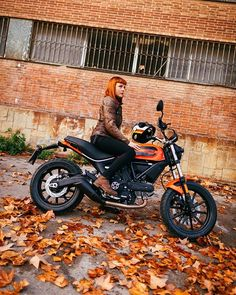 { 50 Shades of Orange }  During our Barcelona days we had the pleasure to meet a lot of friends while riding the new #sixty2 around the city. This is the beautiful Aileen - The Moto Quest - perfectly caught by @brahmino!   #scramblerducati #sixty2 #barcelona #caferacersofinstagram #orange