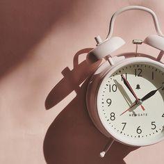 Remember clocks go forward an hour tonight!  #daylightsavings #daylightsavingstime #springforward #onehourlesssleep #atleastitsabankholiday