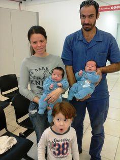 O Poupatempo Itapetininga recebeu os gêmeos Luccas e Pedro para a 1ª via do RG. Eles nasceram em 1º de abril e foram ao posto acompanhados pelos pais Clayton e Iara e pelo irmão mais velho Enzo. O mais curioso é que o pai deles também tem um irmão gêmeo. =O