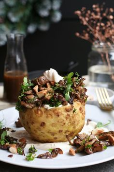Baked celeriac with cep sauce - Beaufood Christmas Food Treats, Vegetarian Recipes, Healthy Recipes, Feel Good Food, Happy Foods, Dinner Salads, Vegan Dishes, Fruit Recipes, Food Inspiration