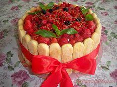 Йогуртовый торт с ягодами и с печеньем савоярди